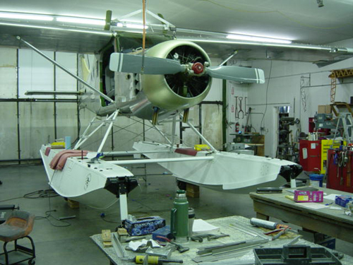 Installing-3500-amphibious-aircraft-floats-on-Murphy-Moose